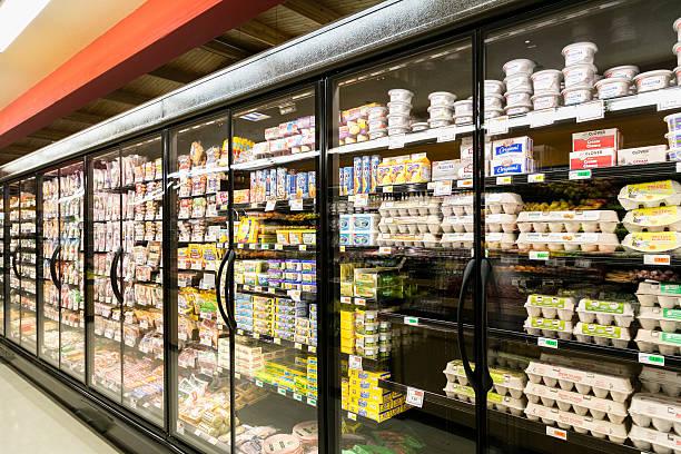 meubles réfrigérés dans un supermarché