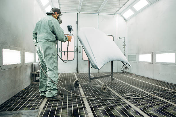 cabine de peinture dans une usine automobile