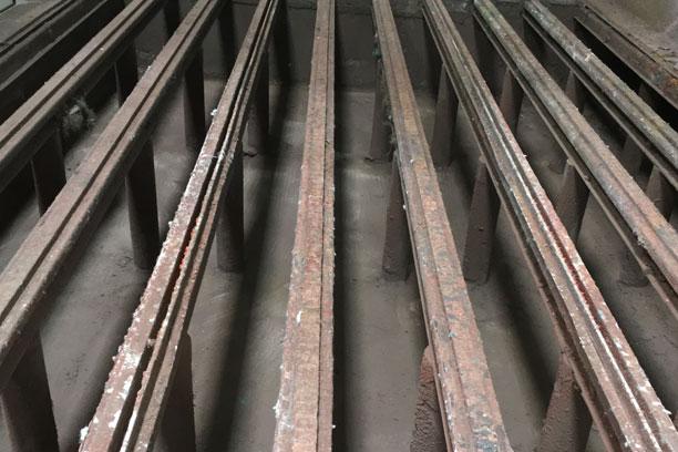 fosse de cabine de peinture dans une usine métallurgique
